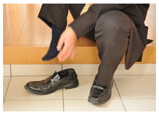 """japan's """"unique"""": taking off shoes"""
