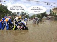 Tips melewati banjir dengan sepeda motor