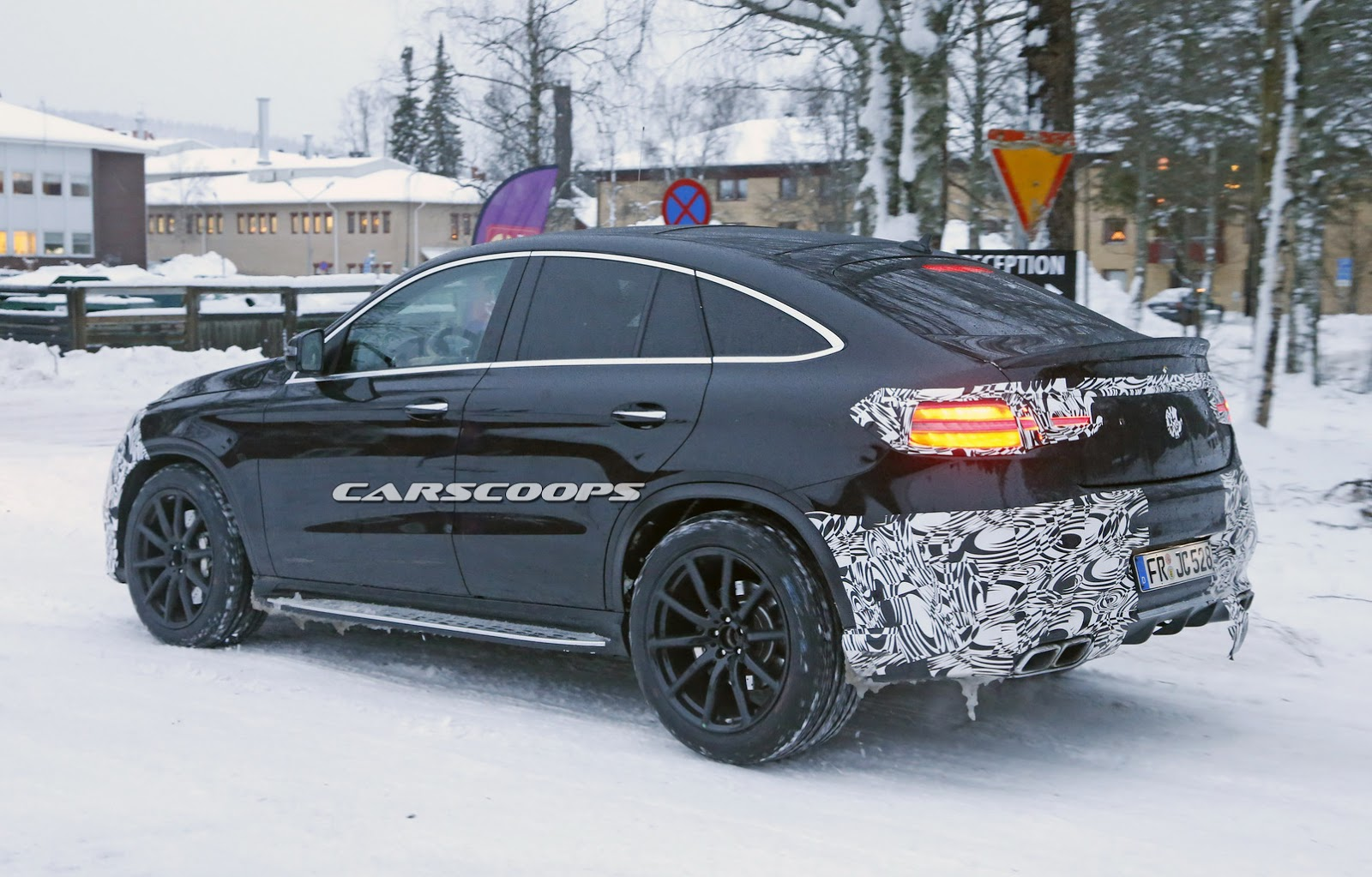 barely camo 39 d 2016 mercedes benz gle 63 amg coupe scooped. Black Bedroom Furniture Sets. Home Design Ideas