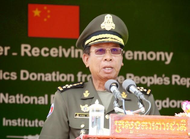 La République populaire de Chine a fait don d'équipements militaires au ministère cambodgien de la Défense nationale dans le but de contribuer au renforcement des équipements de l'armée. La cérémonie de remise et de réception de ce don a eu lieu ces jours-ci à l'Institut de l'armée dans la province de Kampong Speu, sous la présidence du général Tea Banh, vice-premier ministre et ministre de la Défense nationale, et Mme Bu Jianguo, ambassadrice chinoise.
