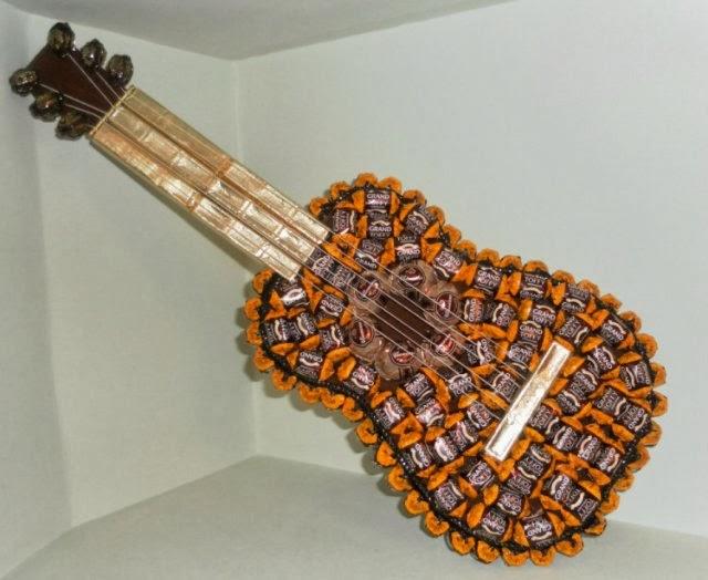 Как сделать гитару из конфет пошаговое