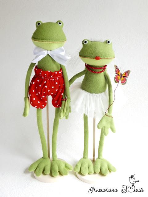 Лягушки - влюбленная свадебная пара