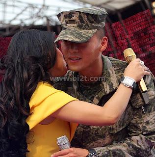 Foto Hyun Bin Dicium Syahrini - Gambar Syahrini Peluk dan Kecup Pipi Hyun Bin Mesra