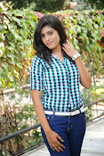 Liza reddy glam pix in jeans-thumbnail-4