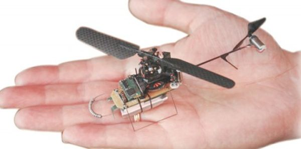 Black-Hornet-British-Palm-sized-drone (1)
