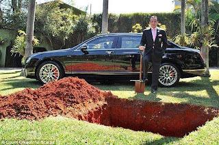 مليونير برازيلي يدفن سيارته بنتلي Flying Spur ليستخدمها في الحياة الآخرة