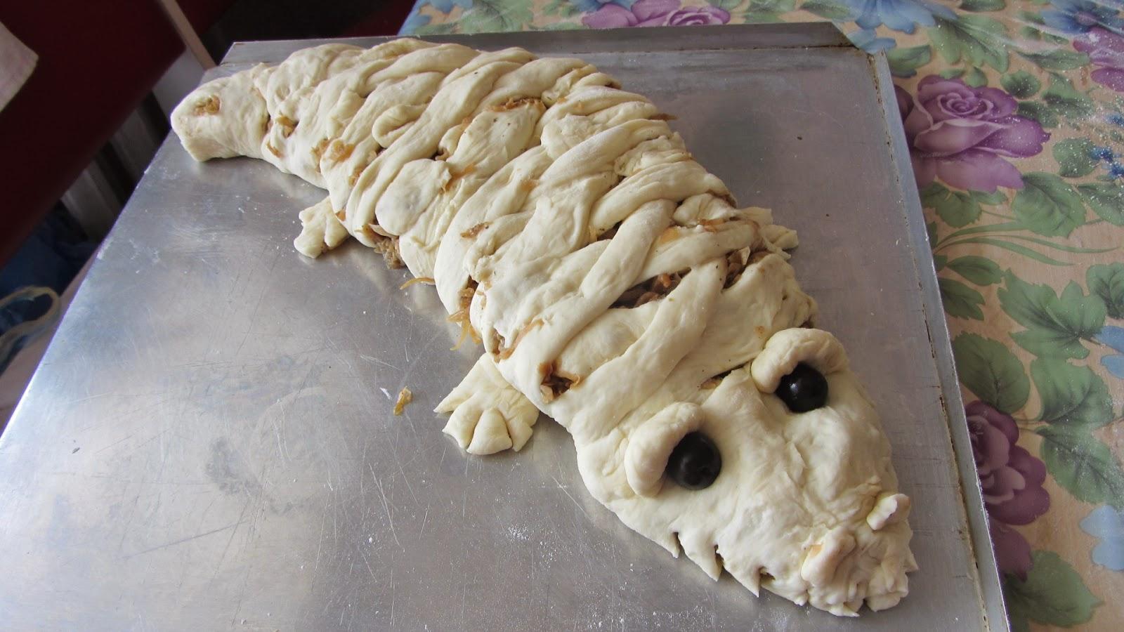 пирог крокодил перед выпечкой