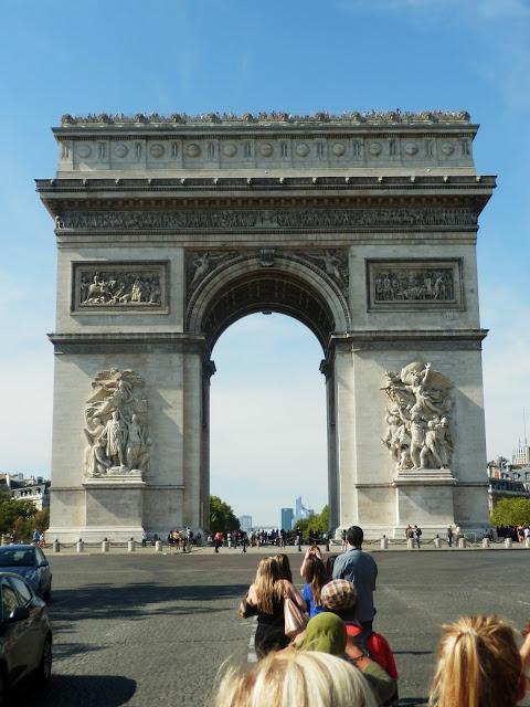 Arc de Triomphe; La Defense