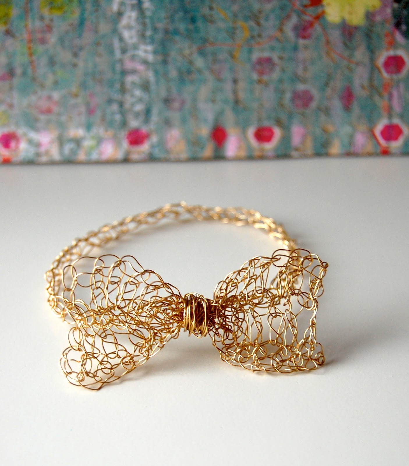 SellzCuteThings: Easy Gold Crochet Bow Bracelet