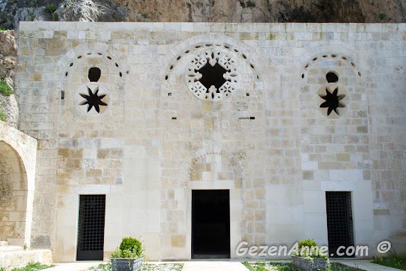 bir dağa oyulmuş mağara olan ilk Hristiyanlık kiliselerinden St Pierre, Antakya Hatay