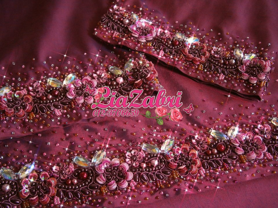 Sulaman Manik LiaZabri Golden Touch: Lovely lace of maroon