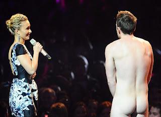 Desnudo se roba la noche en los MTV European Music Awards