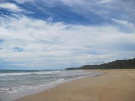 pantai pasir merah lahena