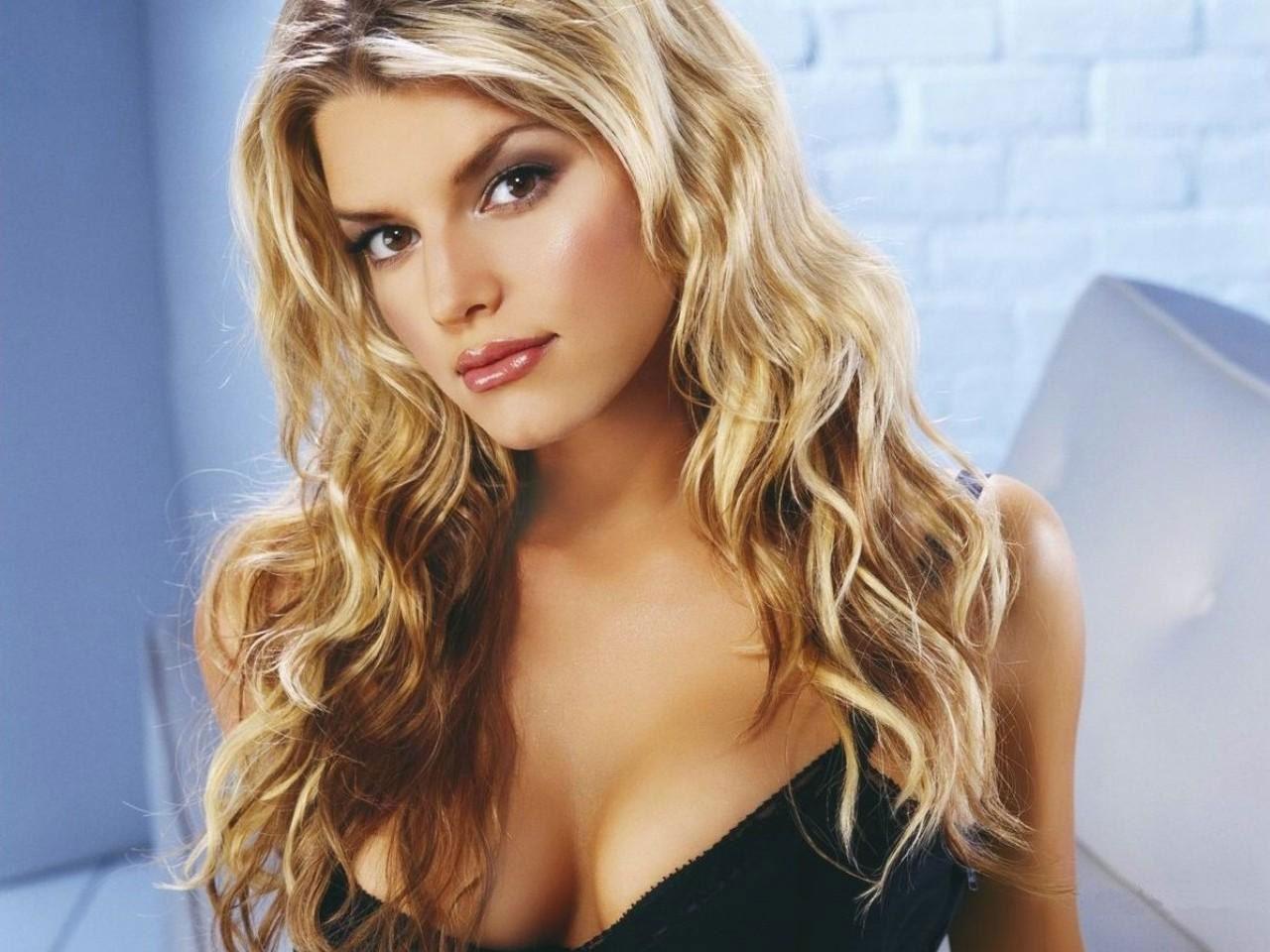 http://4.bp.blogspot.com/-TvCGKzPsFrY/TamVi5rlKpI/AAAAAAAAB74/GL0msYCveFU/s1600/Jessica-Simpson-Curly-Hairstyle-Picrure.jpg
