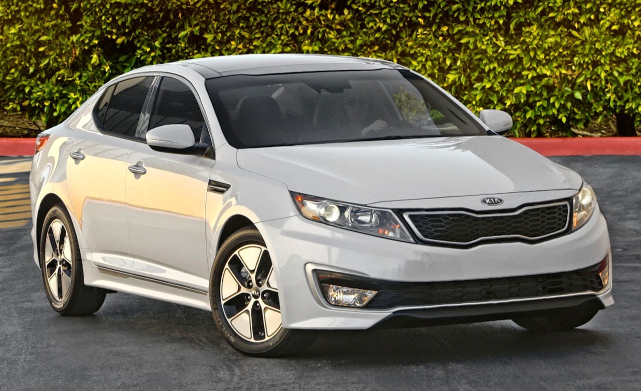 at debuts chicago facelift facelifted show auto hybrid optima engine more news kia