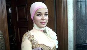 Foto Dewi Sandra Berjilbab