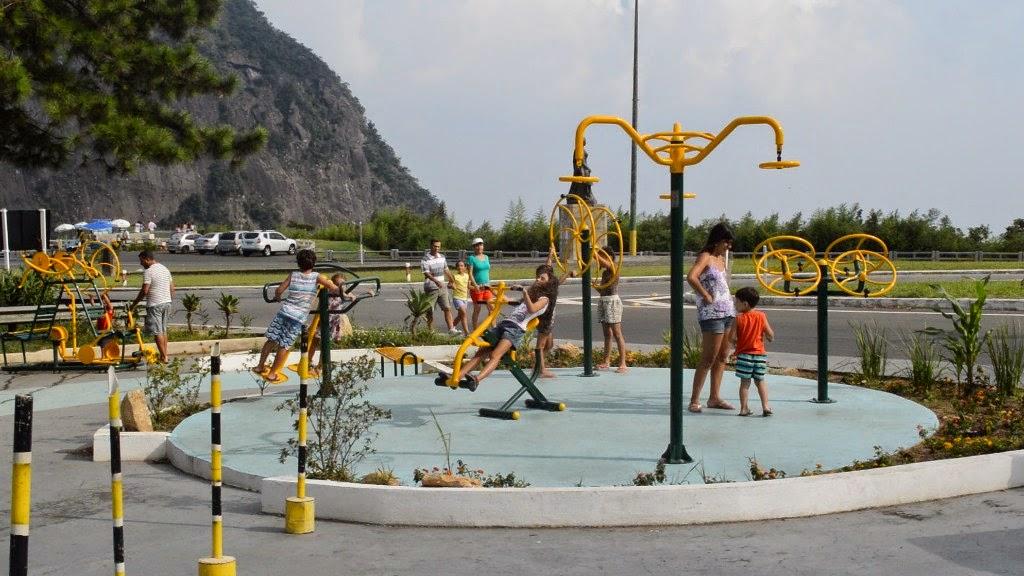 Totalmente revitalizada, a Praça Senta a Pua, no Soberbo, também oferece o equipamento, trazendo mais benefícios à saúde e atraindo muitos visitantes