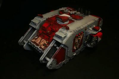 Land Raider semiterminado