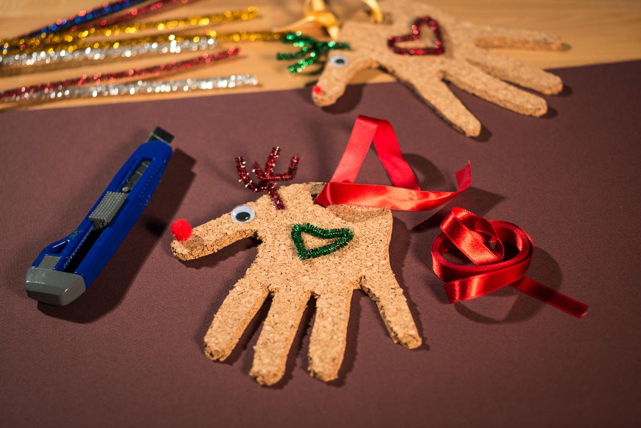 Lingosworld tutoriales de navidad renos de corcho - Como se hacen adornos navidenos ...