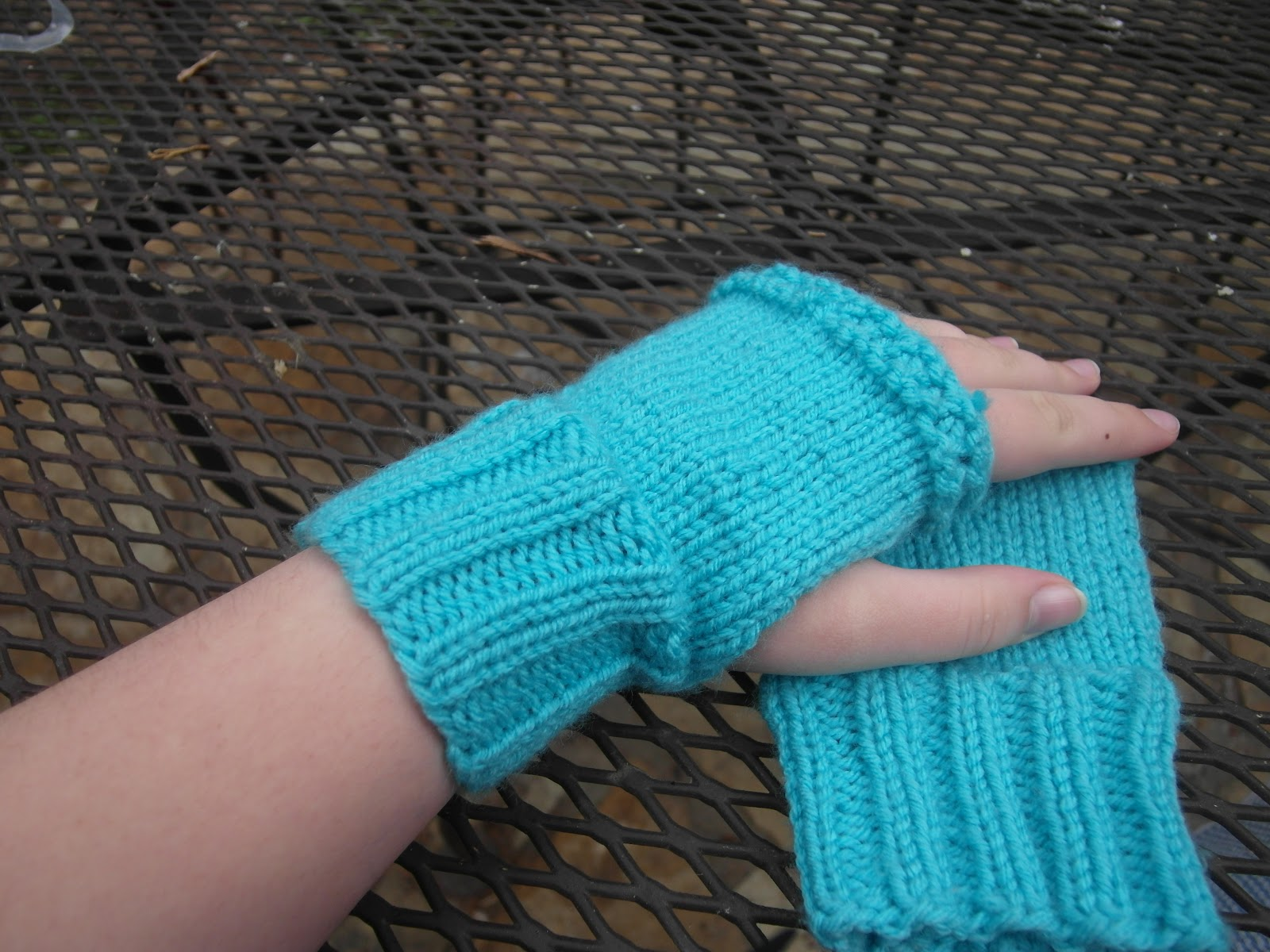 Free Knitting Patterns For Mittens In The Round : To Live A Life: Amelia Fingerless Gloves Pattern