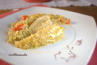 Quinoa allo zafferano con platessa e verdure ricetta dietetica di pesce