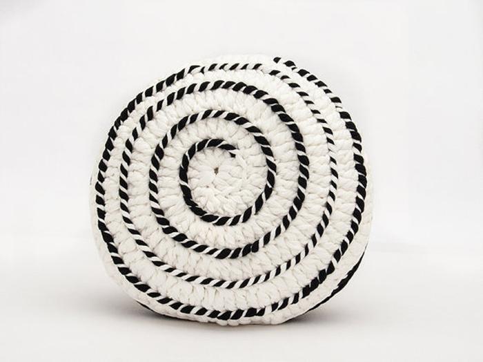 black&white pouf crochet