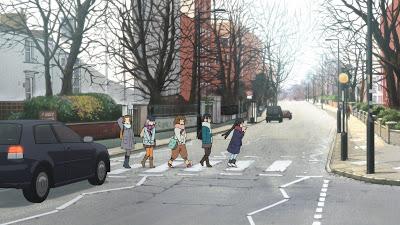 K-ON! La Pelicula frame 2. Yui, Mio, Ritsu, Tsumugi y Azusa cruzando Abbey Road.