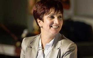 La deputée Samia Abbou a réagit au procès intenté contre elle par Béji Caïed Essebsi suite à ses accusations portées contre le leader du Mouvement Appel de la Tunisie qui aurait selon commandité le meurtre de Chokri Belaid. Samia Abbou persiste et déclare sa haine envers Béji Caïd Essebsi en parlant au nom des Tunisiens en le rendant l'ennemi du peuple. Il serait peut être important de mentionner que selon les derniers sondages, le parti de BCE dépasserait le parti au pouvoir en popularité…