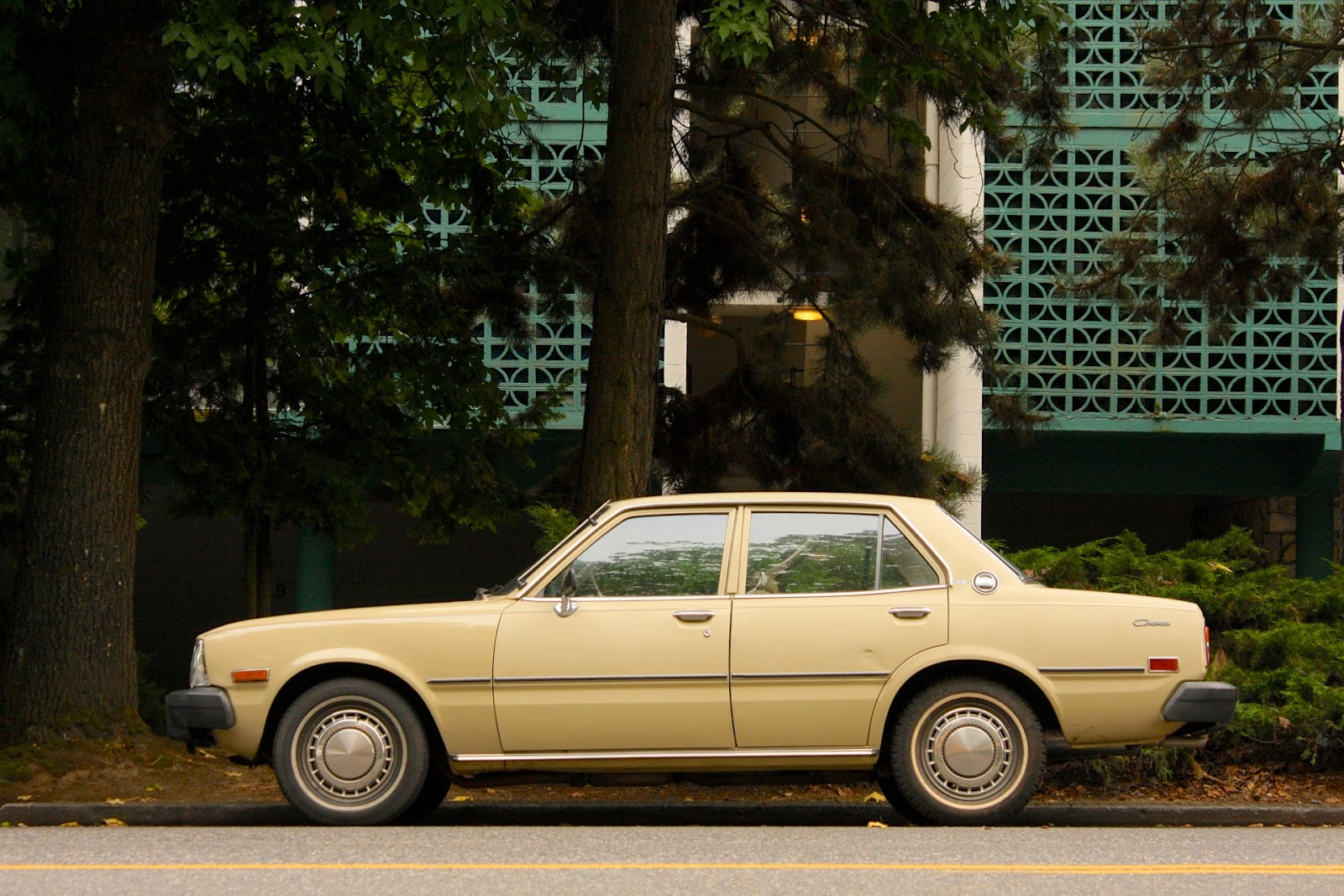 Old Parked Cars   1977 Toyota Corona