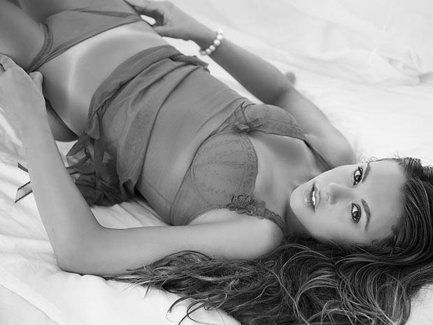 Carol Veronesi nua em ensaio sensual