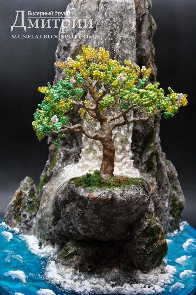 Композиции деревьев из бисера с водопадом фото 128