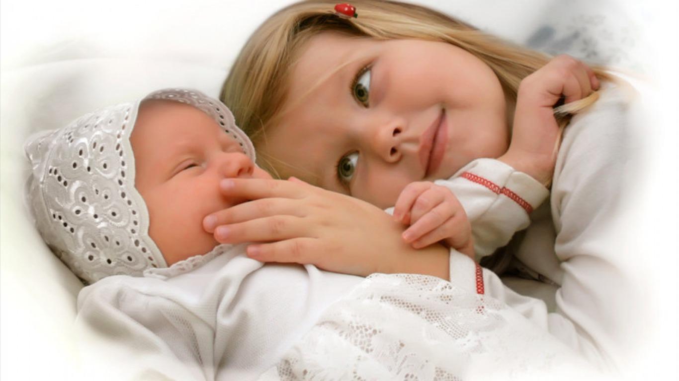 Сестра сосёт младшему брату 9 фотография