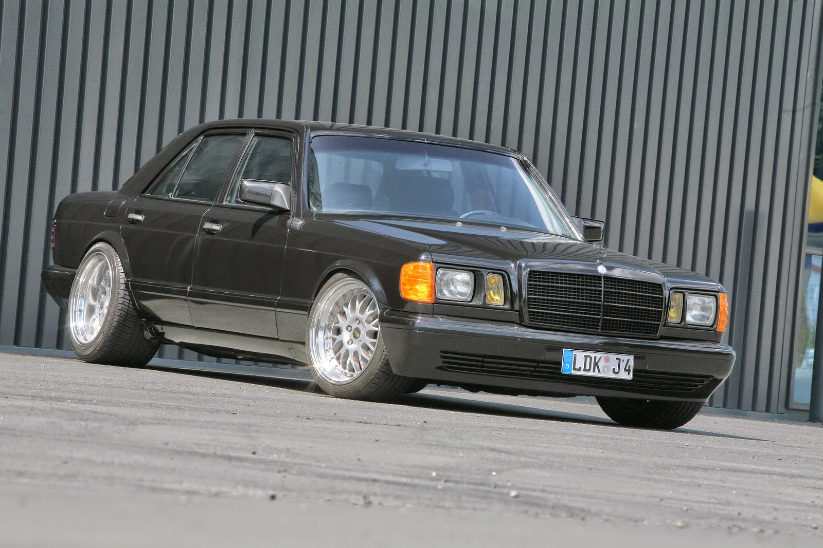 Mercedes benz w126 by inden design benztuning for Mercedes benz w126