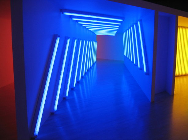 Shed some light beyond the sun dan flavin for Minimal artiste