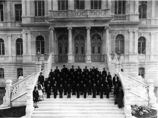 απόφοιτοι παπαφείου ιδρύματος