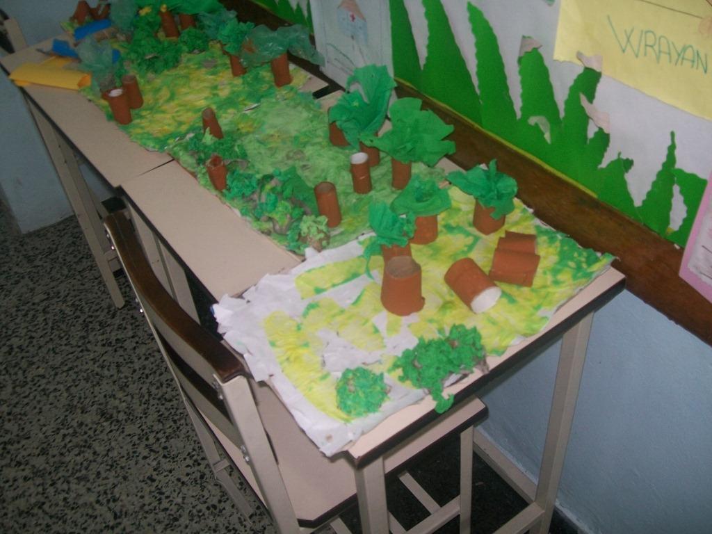 Microambiente con materiales reciclables: rollos de papel higiénico