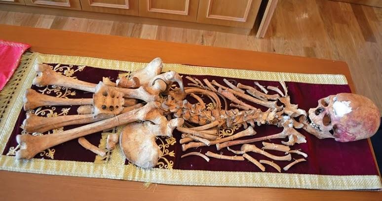 Τα ιερά λείψανα της Αγίας Νεομάρτυρος Ακυλίνης - Αγγελίνης της εκ Ζαγκλιβερίου καταγομένης.