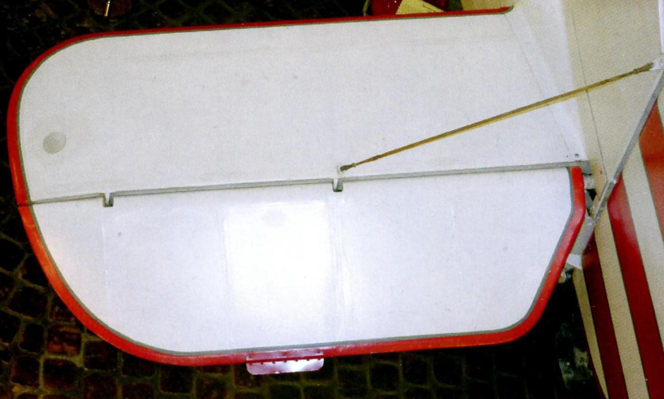 левая консоль стабилизатора с рулем высоты