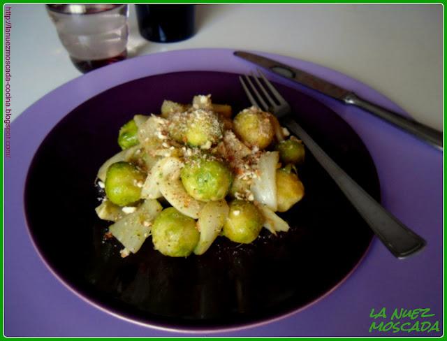 cavoletti e finocchi con granella di mandorle e nocciole - hinojo y coles de bruselas con almendras y avellanas picadas