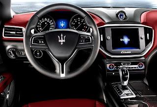 Nuova Maserati Ghibli quattro porte: interni e volante