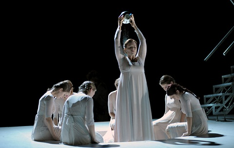 The Singing Is Also Strong In Performances Of Both Works With Only Salome Hallers Diana Common To Iphigenia Iphigenie En Aulide Sung And
