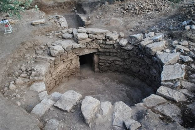 Mycenaean vaulted tomb unearthed in central Greece