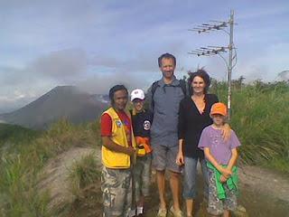 mahawu volcano trekking tour