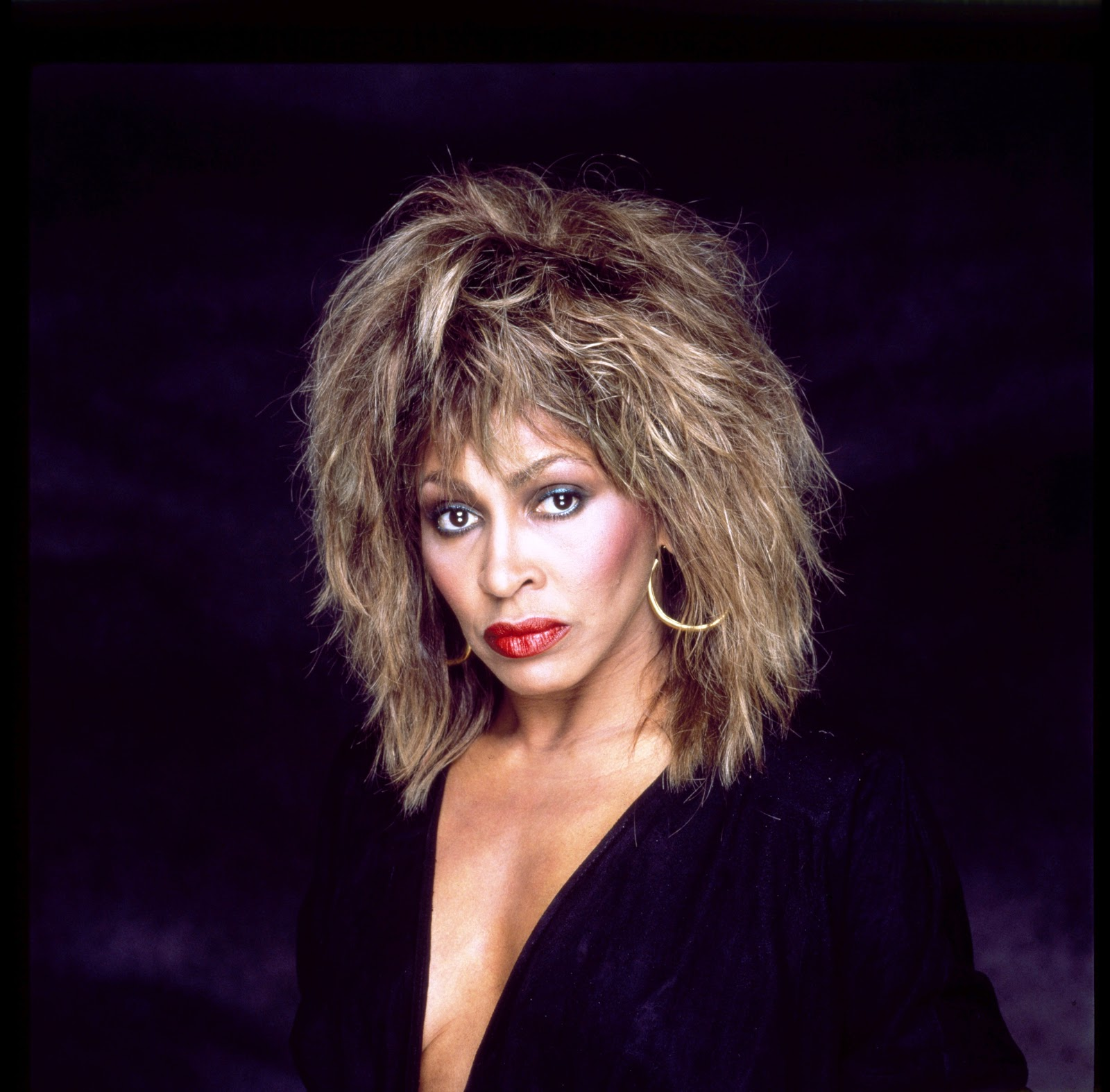 http://4.bp.blogspot.com/-TzzFF37_qwc/UInEw2Mw0GI/AAAAAAAAa_0/i4Q14QGCOwI/s1600/Tina_Turner-rock-star.jpg