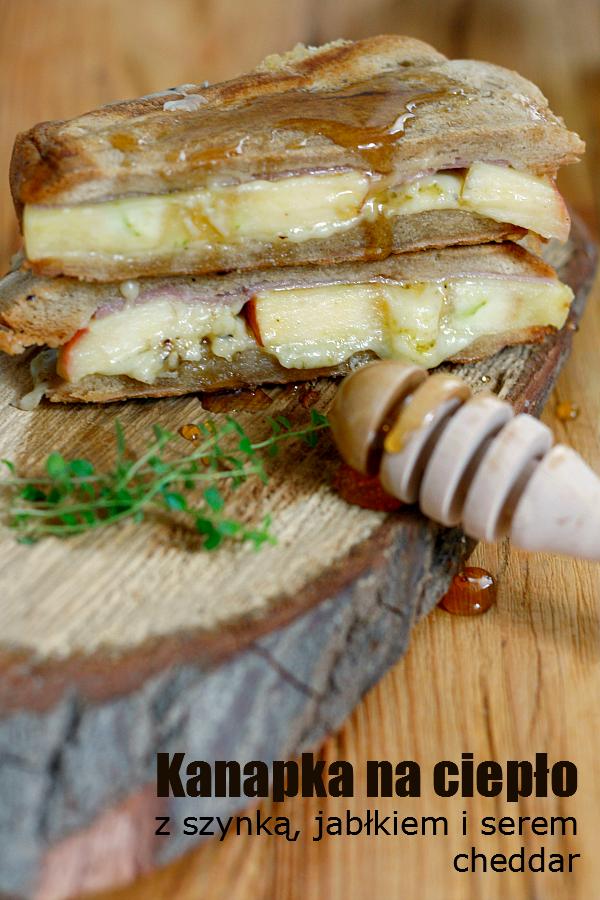 Kanapka na ciepło z szynką, jabłkiem i serem cheddar