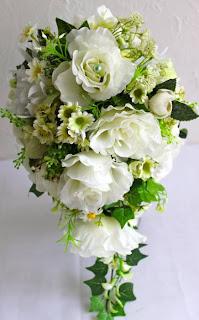 bouquet-cascata-rosas-brancas.jpg