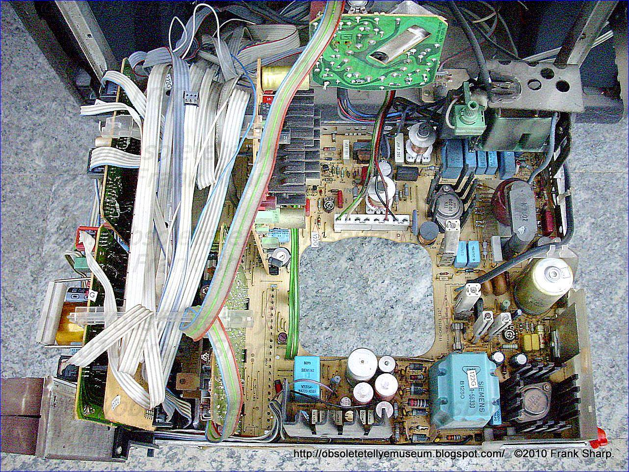 Obsolete Technology Tellye Grundig Super Color Monolith B8690 96 Besides 50 Gfci Breaker Wiring Diagram Furthermore Hot Tub 220 The Chassis Cuc720 Was A Complete New Design Compared With Earlier Types Several Are Differences From Previous In