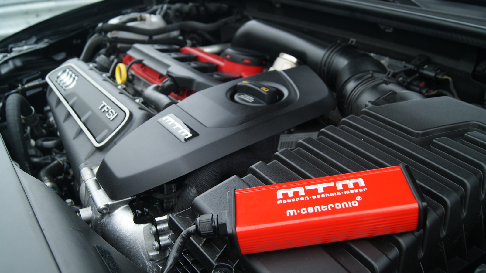 mtm squeezes 429hp out of audi rs3 to smash the 300km h. Black Bedroom Furniture Sets. Home Design Ideas