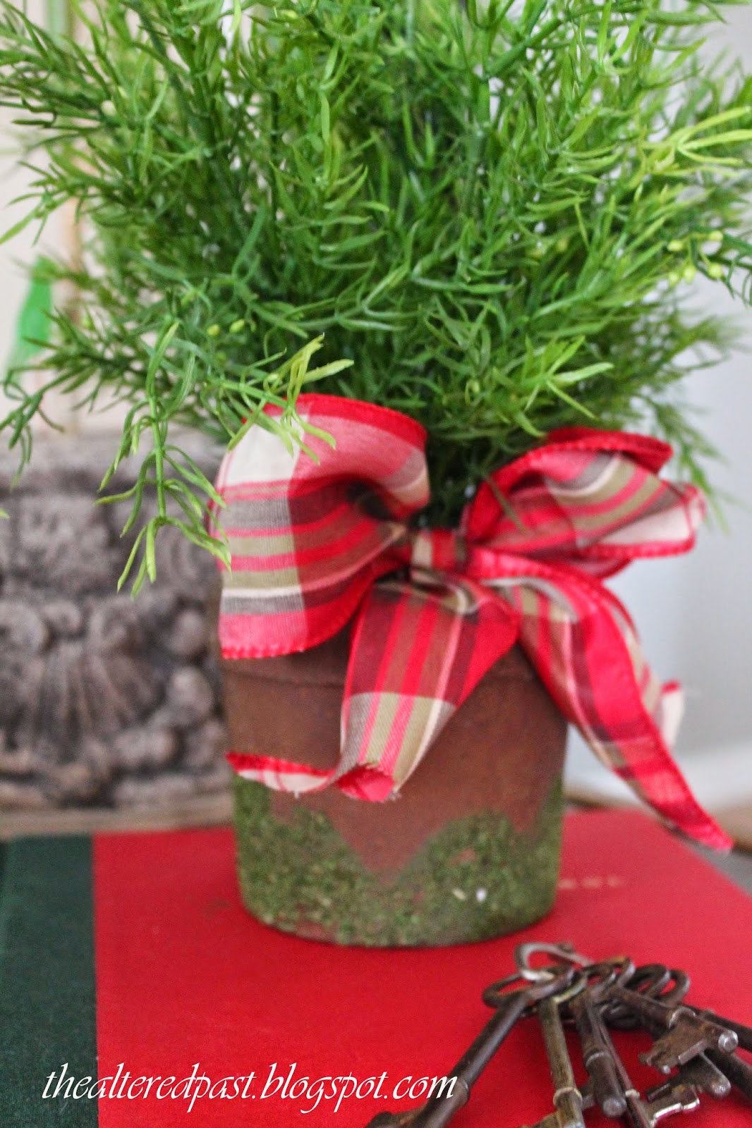 christmas home decor, plaid bow, the altered past