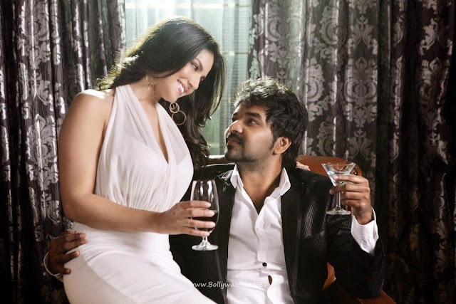 Sunny Leone Graceful Stills from Kulfi Movie indianudesi.com